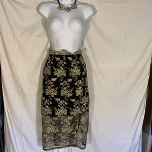 0a34f2625b Ark and Co. gold overlay skirt. NWT, large